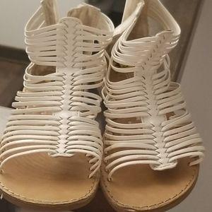 2/10$ kids white sandals